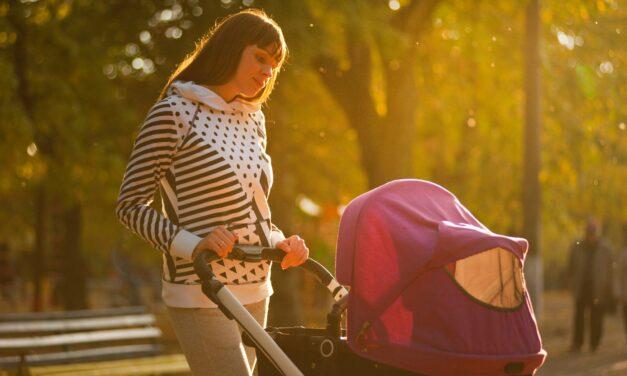Jak vybrat kočárek? Záleží na věku miminka
