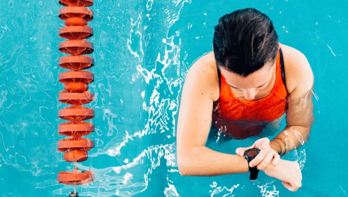chytre-hodinky-pro-zeny-plavani